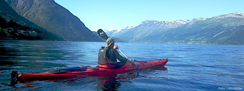 Den Hardangerfjord beim Paddeln im Seekajak erobern