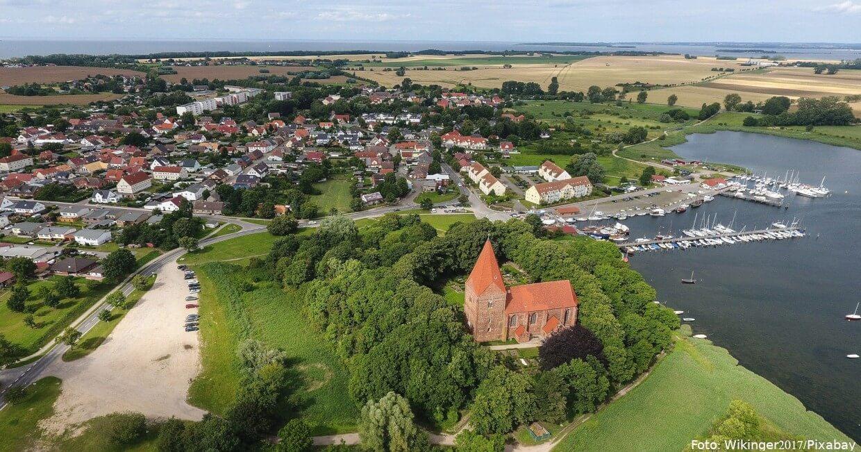 Blick auf die Inselkirche auf Poel